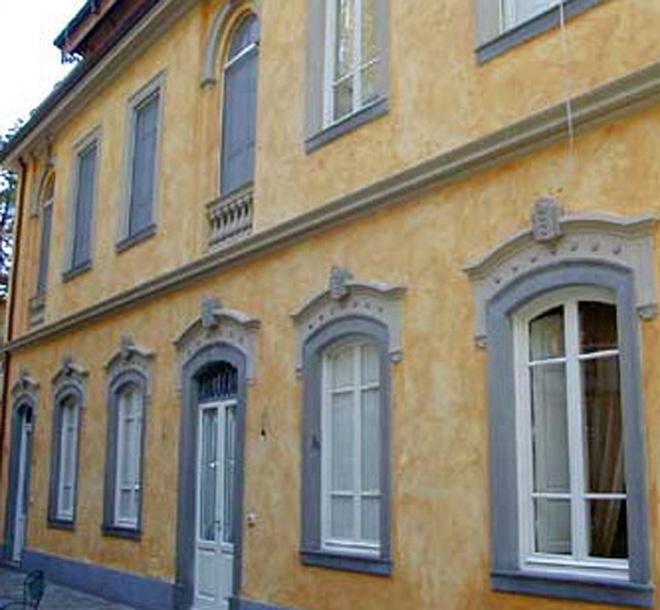 Restauro e recupero facciata di una casa - Facciata di una casa ...