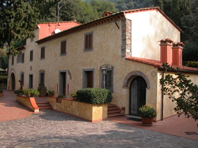 Restauro e recupero della facciata di una casa for Disegni di casa di mattoni